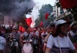Cổ động viên vẫn ăn mừng dù Olympic Việt Nam thua trong trận tranh huy chương đồng