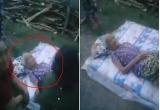 Lan truyền clip con vứt mẹ già ra đường gây xôn xao cộng đồng mạng