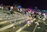 Quảng trường Lâm Viên tràn ngập rác sau trận đấu giữa Việt Nam - Philippines