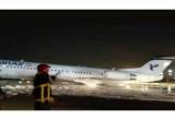 Máy bay trở 100 người bốc cháy, phải hạ cánh bằng thân