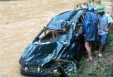 Phú Thọ: Lũ lớn cuốn trôi ô tô, một kế toán trường học tử vong