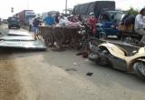 TP HCM: 2 người bị thương nặng vì bị tấm tôn đè trúng người
