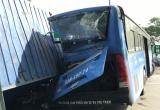 Xe container lật đè xe buýt, nhiều người kêu cứu
