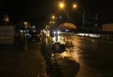 Chứng kiến con trai bị xe container cán tử vong, mẹ khóc ngất dưới cơn mưa