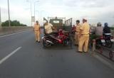 Xe máy tông dải phân cách trên đường dẫn cao tốc, một người chết