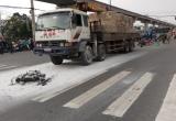 TP HCM: Xe máy cháy ngùn ngụt sau va chạm, hai người thương vong