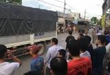 Thương tâm bé trai 2 tuổi bị xe tải đâm tử vong ở nơi lòng đường bị lấn chiếm để bán hàng rong
