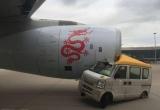 Hong Kong: Xe tải lao trực diện vào máy bay chở gần 300 hành khách