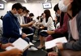 Trào lưu hẹn hò bịt mặt cấp tốc nở rộ tại Nhật