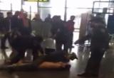 Bắt người 'bán nude' hỗn chiến với an ninh, làm loạn sân bay Nội Bài