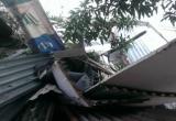 Hà Nội: Khối bê tông đè bẹp nhà dân, nhiều người may mắn thoát chết