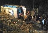 Quảng Ninh: Xe khách lật ngửa, hàng chục du khách thoát nạn thần kỳ