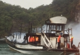 Quảng Ninh: Cháy tàu du lịch, hàng chục du khách may mắn thoát nạn