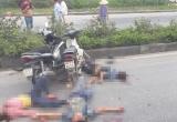 """Quảng Ninh: Hai xe máy """"chọi"""" nhau khiến 3 thanh niên bất tỉnh giữa đường"""