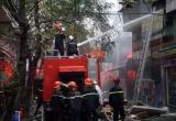 Hà Nội: Cửa hàng phụ tùng ô tô bốc cháy nghi ngút, nhiều người phát hoảng