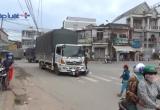 Bình Dương: Bị xe tải kéo lê hàng chục mét, 2 mẹ con nhập viện nguy kịch.