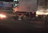 Bình Dương: Tông đuôi xe ô tô, một người bị thương nặng