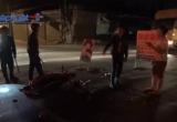 Bình Dương: Xe máy tông trực diện xe container, 2 người nguy kịch