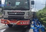 TP HCM: Xe khách tông lật xe chở nước, 4 người bị thương