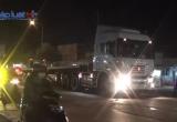 Bình Dương: Xe máy va chạm với container, một người tử vong
