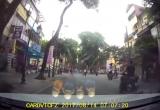 [Clip]: Tài xế quỳ lạy CSGT sau vi phạm giao thông