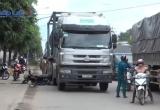 Bình Dương: Xe bồn va chạm với xe máy, 2 người thương vong
