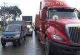 Bình Dương: Hai ô tô va chạm, giao thông ùn ứ kéo dài