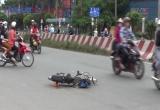 Bình Dương: Xe máy va chạm với xe đạp điện, 1 người nguy kịch