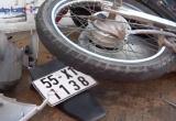 Bình Dương: Xế hộp húc văng xe máy hơn 10m, 2 thanh niên thương vong
