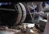 Hiện trường vụ xe container tông nhà dân, nhiều người may mắn thoát nạn