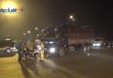 TP HCM: Xe tải húc văng xe máy giữa giao lộ, một người trọng thương