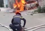 Clip xế hộp bốc cháy ngùn ngụt ở Thanh Hóa