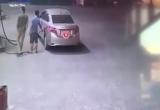 """Video tài xế xe """"xế hộp"""" đổ xăng xong... bỏ chạy"""