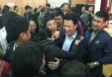 Hà Tĩnh: Sau đối thoại, hàng trăm tiểu thương chen nhau bắt tay Chủ tịch tỉnh