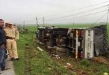 Hà Tĩnh: Lật xe tải, người dân giúp tài xế gom 20 tấn dưa