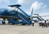 """Vụ """"xe biển xanh vào sân bay đón người thân"""": Lỗi công văn hay hành vi nịnh bợ?"""