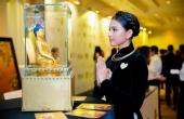Trương Thị May diện áo dài nhung đen diện kiến Đức Nhiếp chính vương Nepal