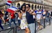Vợ chồng siêu mẫu Trang Lạ và siêu mẫu Jessica Minh Anh xuống đường ăn mừng chiến thắng World Cup 2018