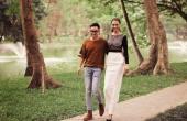 Con gái cổ vũ Hồng Quế làm vedette cho NTK Hà Duy