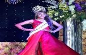 Á hậu chuyển giới xô Hoa hậu ngã cắm đầu xuống đất