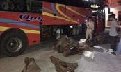 Quảng Nam: Xe khách chở hơn 800 kg gỗ, nghi gỗ trắc không rõ nguồn gốc