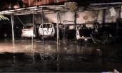 Đà Nẵng: Ga ra bốc hoả giữa đêm, 4 ô tô con bị thiêu rụi hoàn toàn