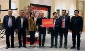 HLV Park Hang Seo nhận quà từ Thủ tướng trước khi về nước ăn Tết