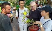 Tây nô nức đi chợ hoa Tết Việt