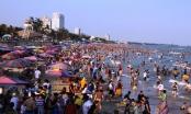 """Gần 70 ngàn người tới TP Vũng Tàu mùng 4 Tết:  Bãi tắm """"nghẹt thở"""", hàng rong """"tái xuất"""""""
