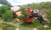 Thừa Thiên Huế: Xe container lao xuống vực, 2 người thoát chết