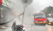 Cột điện bốc cháy dữ dội, nhiều người dân hoảng loạn bỏ chạy