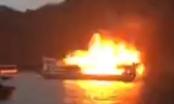 Quảng Ninh: Tàu du lịch bốc cháy dữ dội trên vịnh Hạ Long