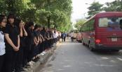 Hàng trăm học sinh nghẹn ngào tiễn biệt thầy Văn Như Cương
