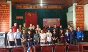 Trao tặng quà, mong tết ấm cho người nghèo quê hương Nam Đàn